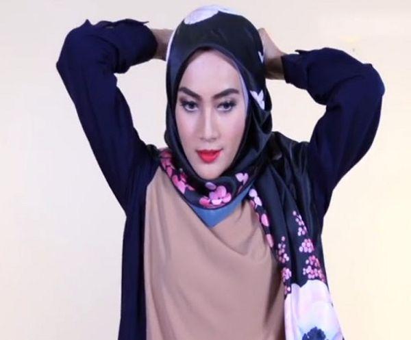 Tutorial Hijab Segi Empat Simple Satin 55 Detik! | Jilbab
