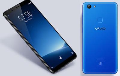 """Spesifikasi Vivo V7              Diantara semua sektor yang melekat pada body ponsel ini, spek Vivo V7 yang paling diunggulkan dan digadang-gadang mampu bersaing dengan ponsel kelas premium adalah sektor kamera. Karena itu pula tagline yang diusung """"Clear Selfie, Clear Shoot & Clear Momen"""". Tidak tanggung-tanggung, lensa yang dipasang pada kamera depan memiliki resolusi sebesar 24 MP. Padahal LG G6 hanya memiliki lensa 5MP sementara Samsung Galaxy S8 hanya berlensa 8 MP.     Resolusi yang luar biasa besar untuk kebutuhan video call dan foto selfie tersebut masih dilengkapi dengan sejumlah fitur untuk menghasilkan swa-foto yang benar-benar sempurna, seperti aperture f/2.0, Soft Light Flash untuk membantu pencahayaan saat selfie di tempat gelap, Potrait Mode untuk eksitasi efek dan fitur Face Beauty untuk mempercantik wajah.     Tidak hanya kamera depan, lensa yang ditanamkan pada kamera belakangpun juga melebihi kamera 2 ponsel premium dari Korea Selatan. Jika kamera utama LG G6 memiliki resolusi 13MP dan Galaxy S8 berlensa 12 MP, maka Vivo V7 menggunakan lensa 16MP. Itu pun masih disertai dengan sejumlah fitur untuk memaksimalkan hasil jepretan, seperti aperture f/2.0, phase detection, LED Flash, 1/3"""" Sensor Size, dan sejumlah fitur yang lain. Sehingga selain dapat menghasilkan foto yang istimewa, Vivo V7 juga mampu merekam video dengan gambar berkualitas Full HD 1080p@fps."""