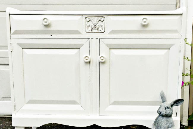 Choosing the Right Paint for a Damaged Kitchen Hutch