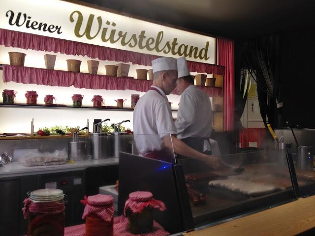 Salchichas en mercadillo en Viena