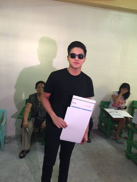 Daniel Padilla receives criticisms after taking a picture with his ballot!