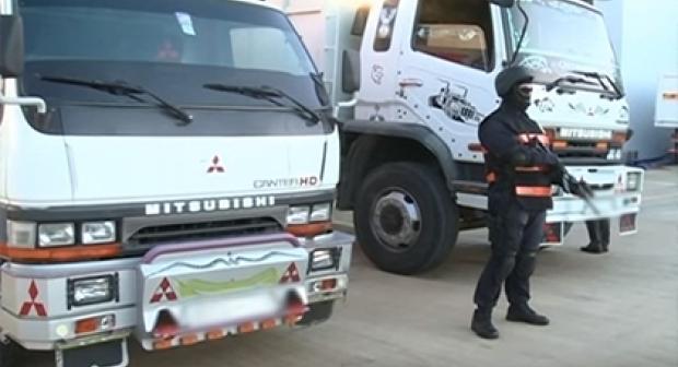 الشرطة تعتقل 4 أشخاض ضمنهم امرأة، و تحجز شاحنة محملة ب 10 أطنان من الحشيش