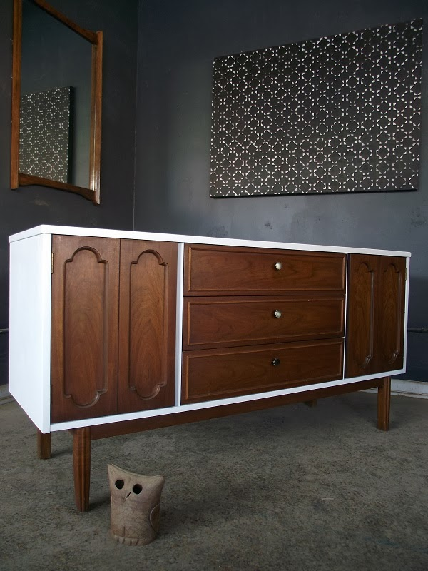 vintage ground mid century danish modern white wood buffet sideboard media console. Black Bedroom Furniture Sets. Home Design Ideas
