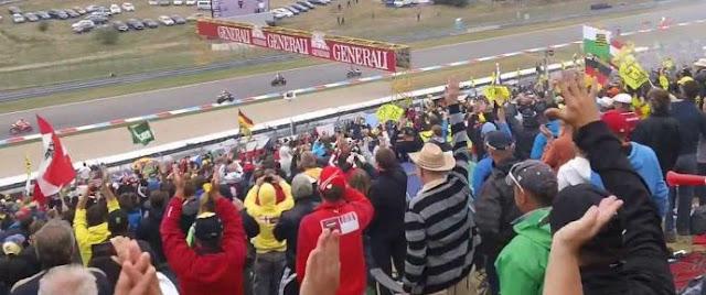 tribun penonton motogp