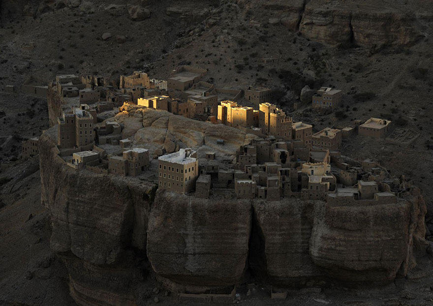 These Are The 35 Best Pictures Of 2016 National Geographic Traveler Photo Contest - Yemeni Fortress, Wadi Dohan, Yemen