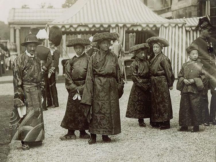 http://en.wikipedia.org/wiki/File:Lungshar,_Gongkar,_Ringang,_M%C3%B6ndro_and_Kyibu_II_at_Buckingham_Palace.JPG