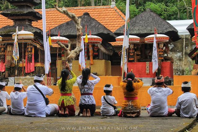 Persembahan untuk Pura Kehen Bali