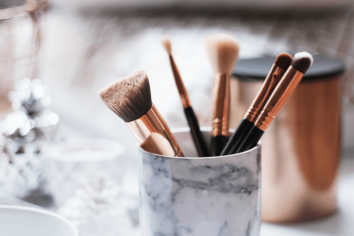Marble pot and make up brushes