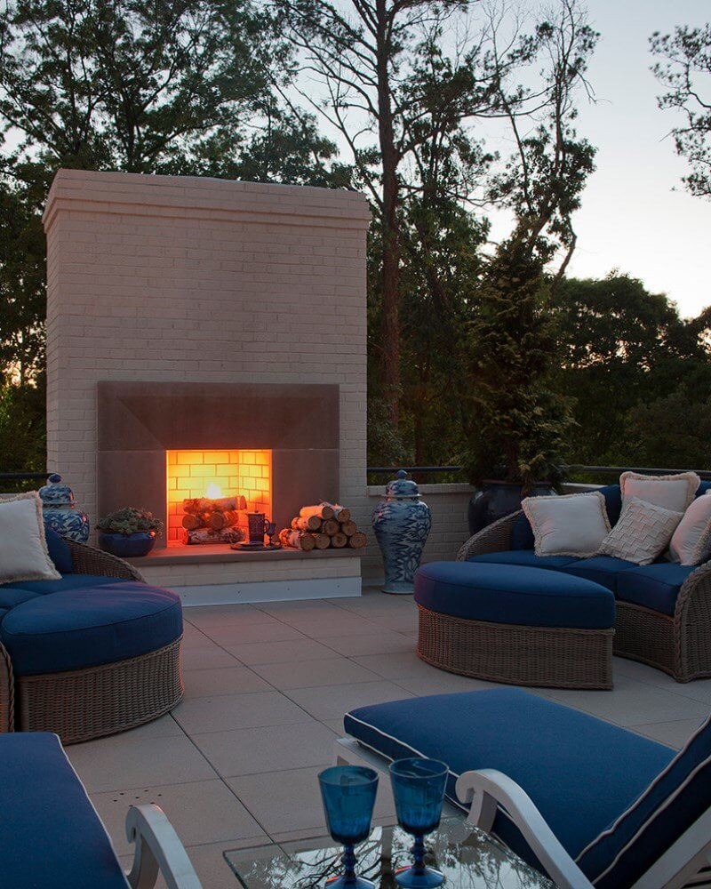Essentials for creating cozy outdoor living room design for Outdoor living room ideas