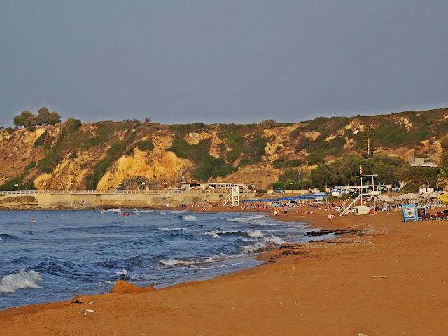 piaszczysta i szeroka plaża na Krecie