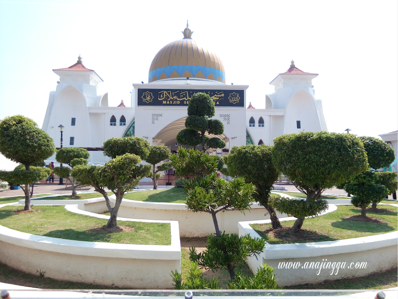 Masjid Selat Melaka - Masjid Terapung Terindah di Melaka