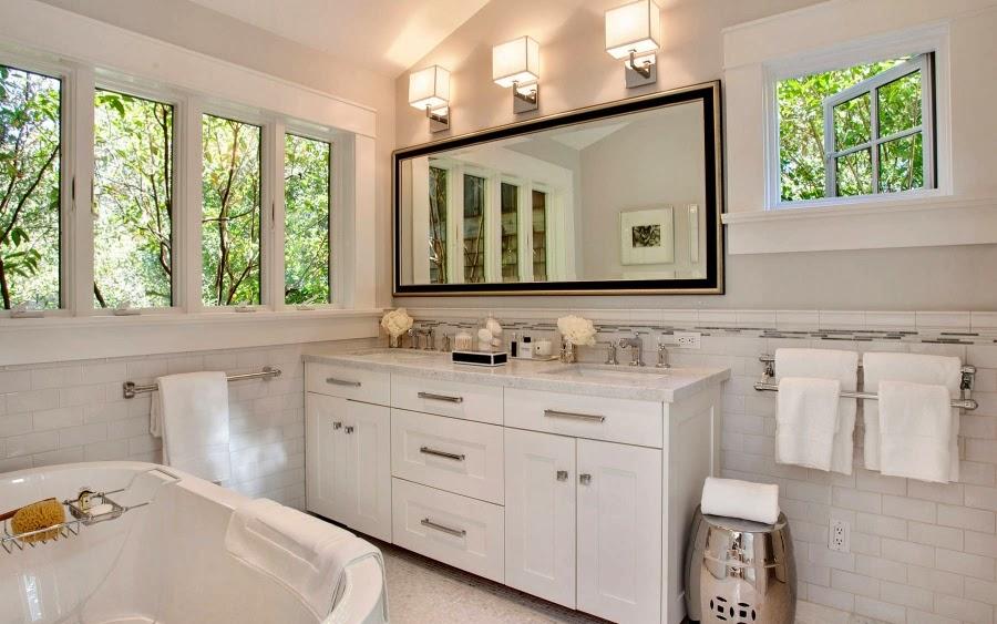 Dom w Kalifornii ze składaną, szklaną ścianą, wystrój wnętrz, wnętrza, urządzanie domu, dekoracje wnętrz, aranżacja wnętrz, inspiracje wnętrz,interior design , dom i wnętrze, aranżacja mieszkania, modne wnętrza, styl klasyczny, styl Hampton, łazienka