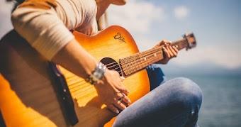 5 Merek Gitar Akustik yang Bagus dan Murah