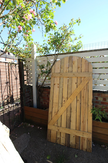 DIY pallet wood gate