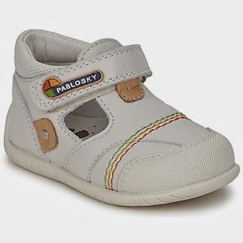 461f9901cd46 Για να είναι εύκολο να φορεθουν καθημερινά τα παπούτσια πρέπει να είναι σε  χρώματα που να ταιριάζουν με τα περισσότερα ρούχα των μικρών μας.