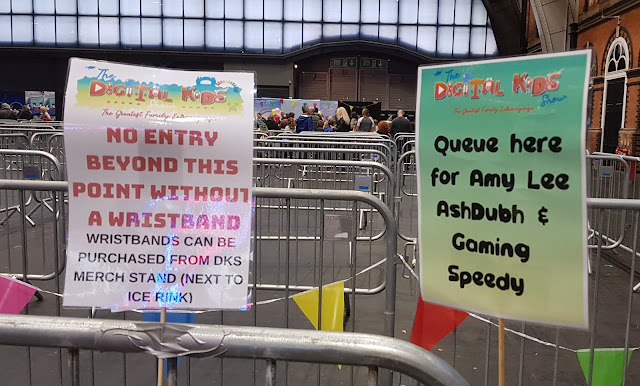 Digital Kids Show 2018 review meet and greet lines showing short queues for Ashdubh and Amy Lee