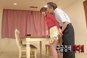 근친 야동- 틈만 나면 며눌에게 질척대는 시아비~ Yui Hatano