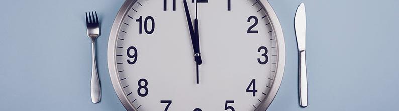 diferencia entre el ayuno intermitente y la alimentación con restricción de tiempo