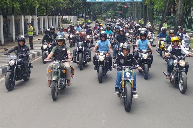 Jokowi Blusukan Pakai Motor, Iwan Fals: Serem ya, Kaya Geng Motor