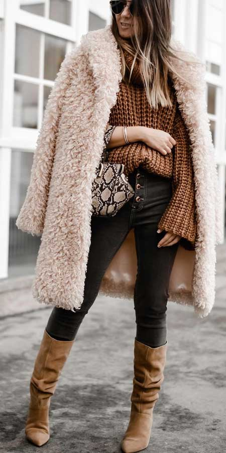 Fur coats are super trendy and chic for winter fashion. Here are 25 Womens fur coat fashion from black fur coat to white fur coat, mink fur coat to long fur coat. Fur fashion, fur outfit, fur clothing via higiggle.com #furcoat #coats #outfits #fashion