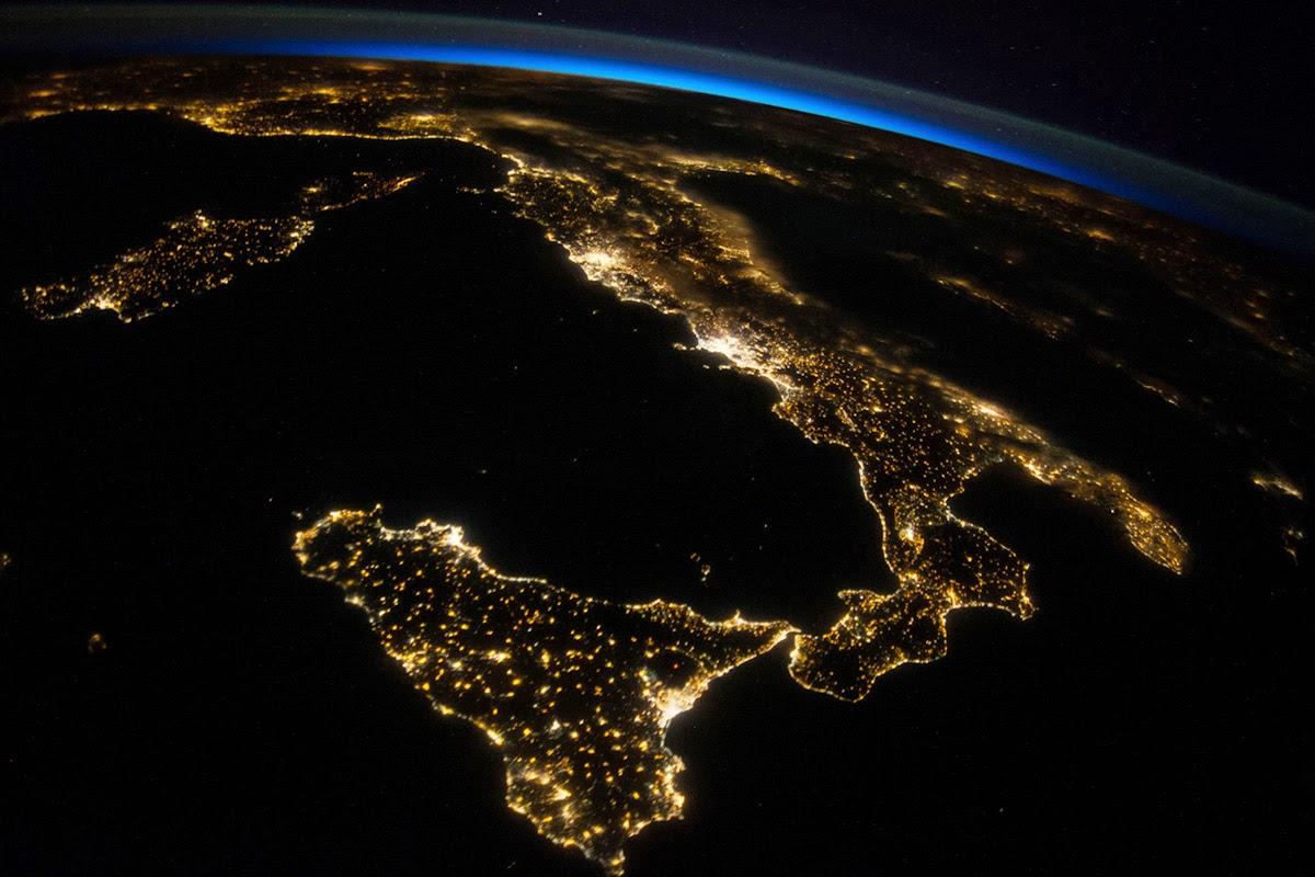 Italia at Night %C2%A9 NASA - Что посмотреть в Милане. Неделя 8