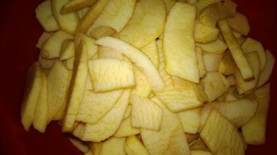 Äpfel geschält und geschnitten