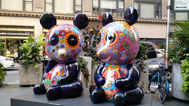 Карнавал кольорових звірів на Бродвеї, Нью-Йорк(Panda Reunion (Tuan Tuan & Yuan Yuan). Hung Yi. Fancy Animal Carnival, NYC)