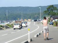 佐和田の海岸沿いの道路
