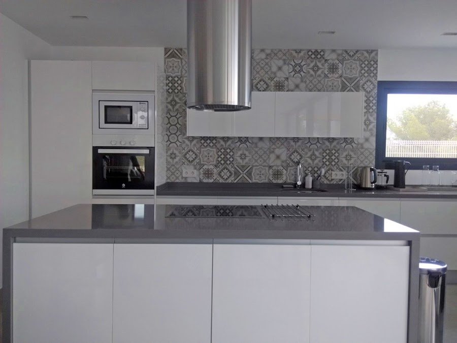 cocina-blanca-y-gris