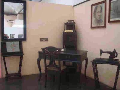 Mesin jahit dan meja tulis RA Kartini, Jepara