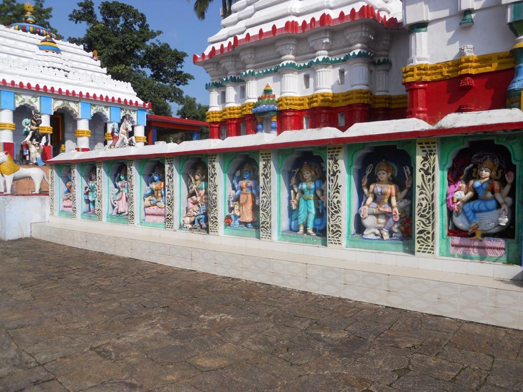 Ladoo Baba Temple 1