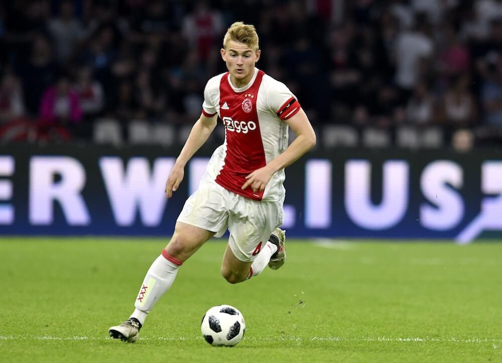 Ini Jawaban Bintang Ajax Usai Ditanya MU atau Barca