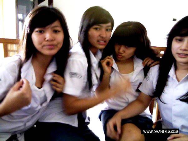 Duo Semangka Bugil Ngangkang: Foto-foto Cewek SMA Hot Seksi Bugil Mesum : Zona Aneh