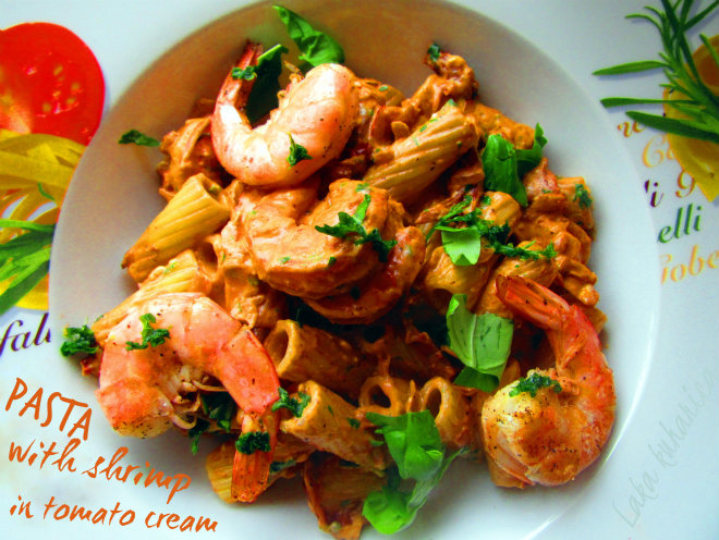 Pasta with shrimp in tomato cream by Laka kuharica: creamy pasta with sun dried tomatoes and cheese.