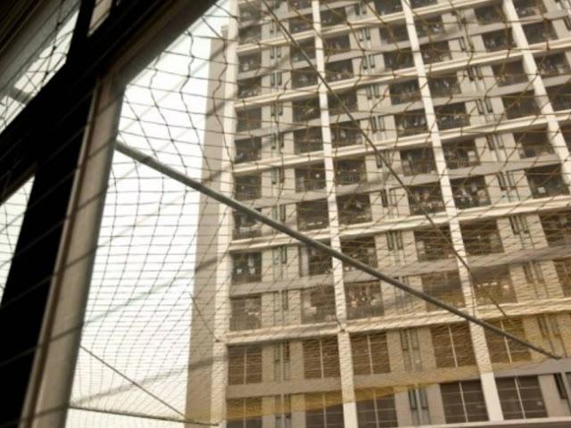 Empresas penduram redes em volta de seus prédios para evitar suicídios