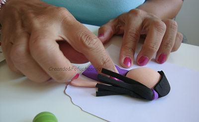 pegando-piezas-de-la-fofucha-de-mariposas-y-fofuchas-como-decorar-una-tarjeta-creandoyfofucheando