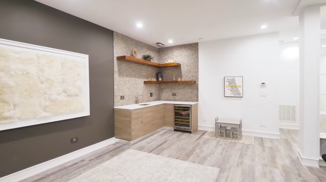 35 Interior Design Photos vs. 3046 N Ashland Ave Unit 1, Chicago Luxury Townhome Tour