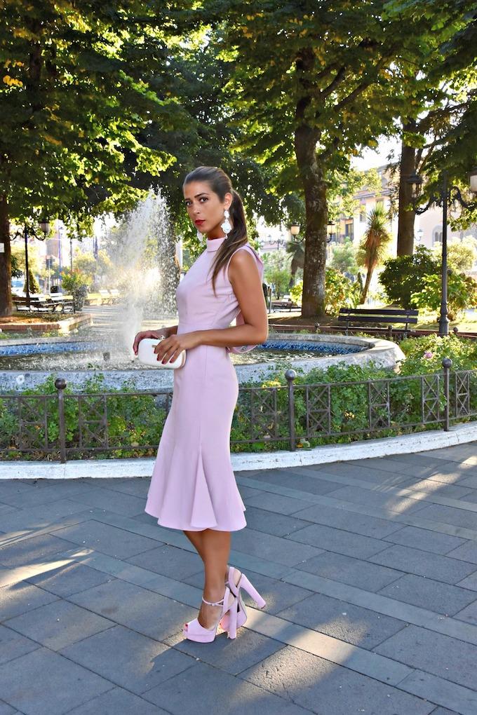Come indossare un abito elegante rosa confetto