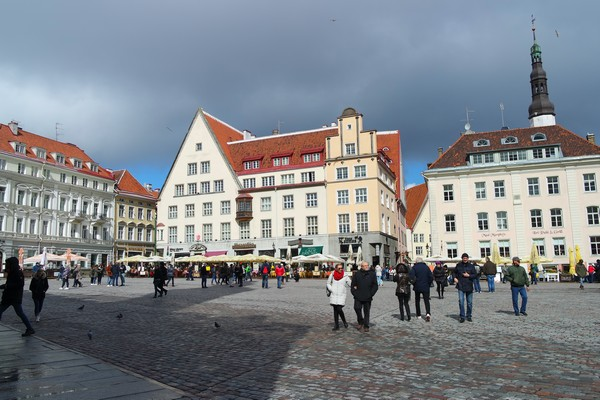 estonie tallinn vieille ville raekoja plats place hôtel de ville