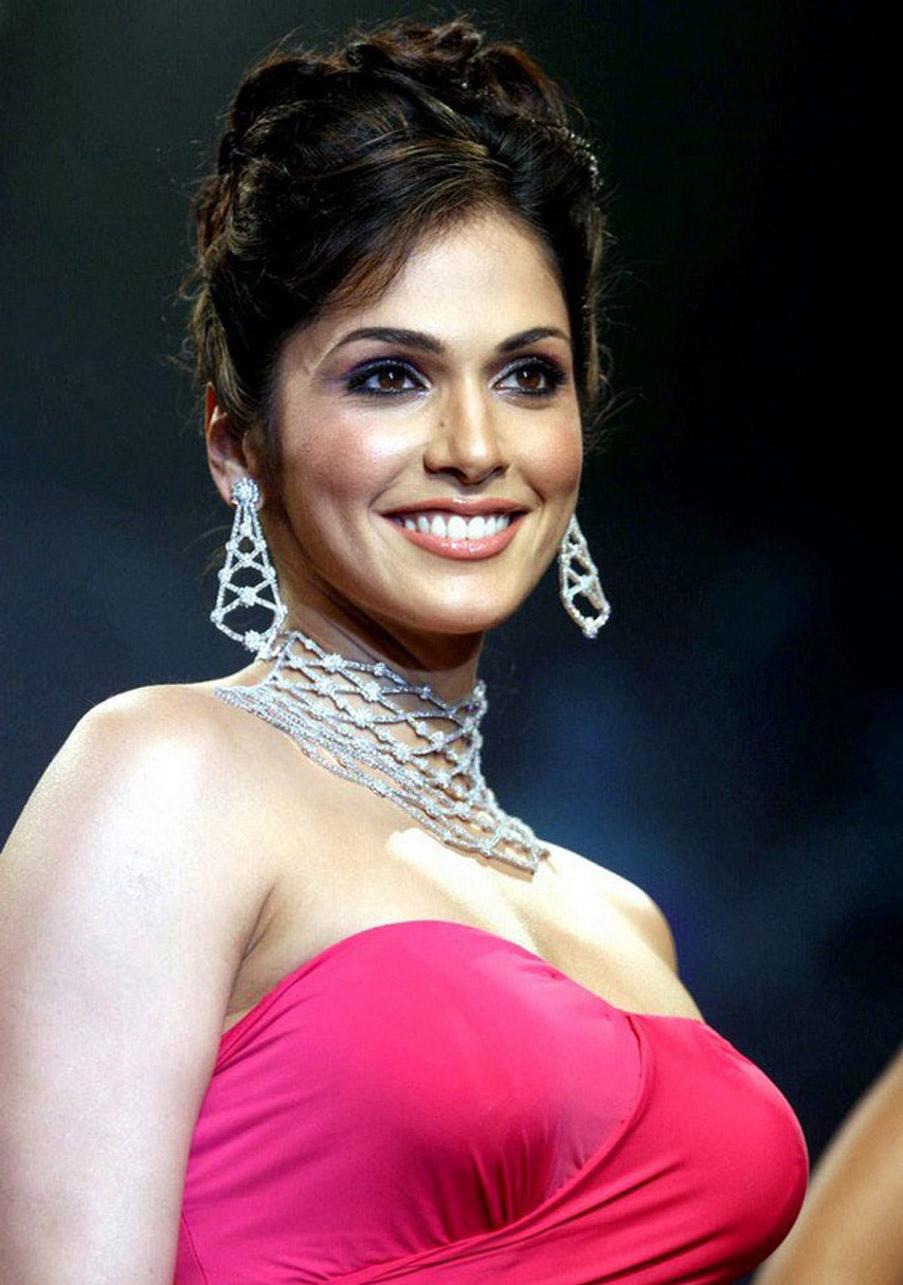 Cute Genelia D Souza Wallpapers Filmy Girls Hot Marathi Actress Isha Koppikar