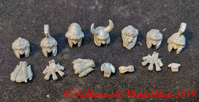 Set 3 -Bag of Heads (7 Heads, beards and a goggles, set 8 EUR)