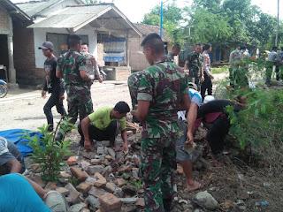 TNI Polri Gelar Karya Bhakti Pererat Tali Persaudaraan Bersama Warga Di Dua Desa Bertikai