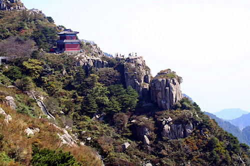 Detalhe do Monte Tai Shan, uma das cinco famosas grandes montanhas da China, onde está situado o Templo da Nuvem Azul Celeste