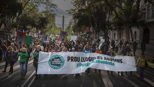 Protestan por aumento de alquileres y desahucios en Barcelona