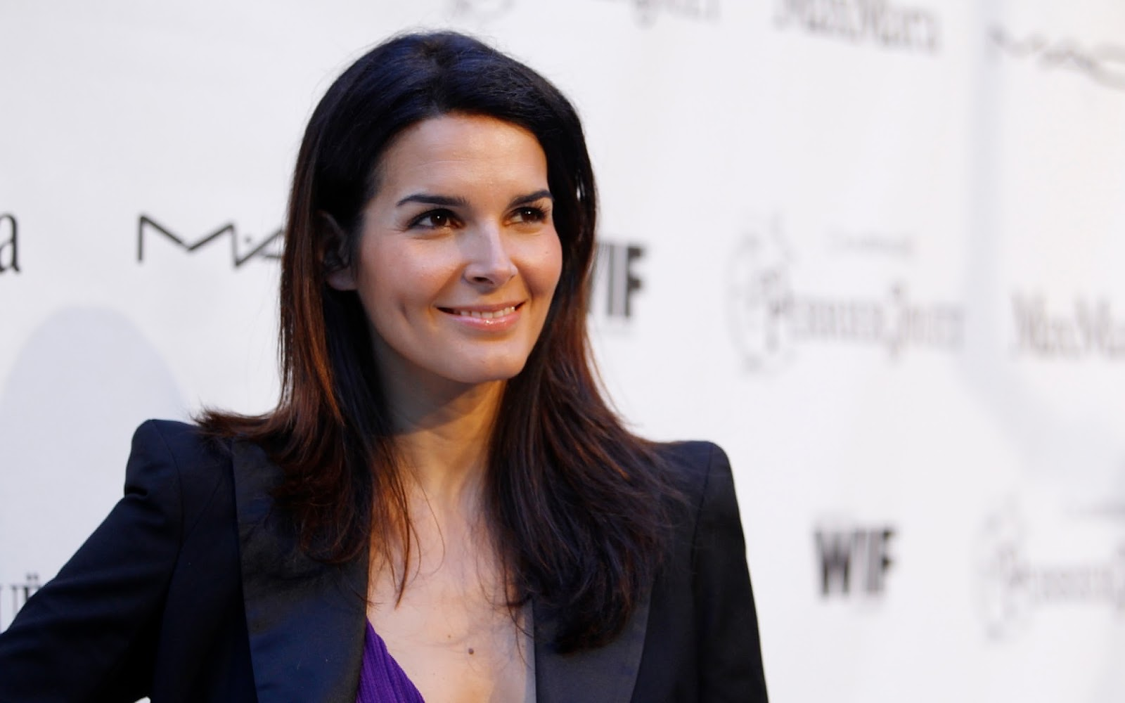 Angie Harmon born August 10, 1972 (age 46) Angie Harmon born August 10, 1972 (age 46) new pics