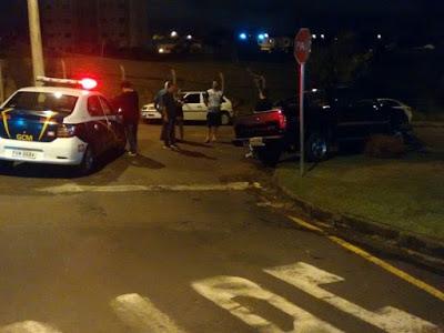 Motorista embriagado bate em seis carros e é preso, pela Guarda Municipal de São José do Rio Preto (SP)