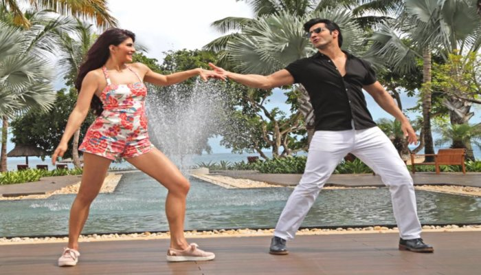 Jacqueline Fernandez and Varun Dhawan Romantic Dancing Look