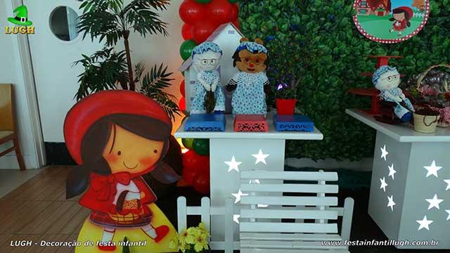 Decoração Chapeuzinho Vermelho para a mesa do bolo de festa de aniversário