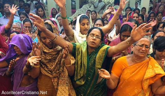 Cristianos en culto en la India