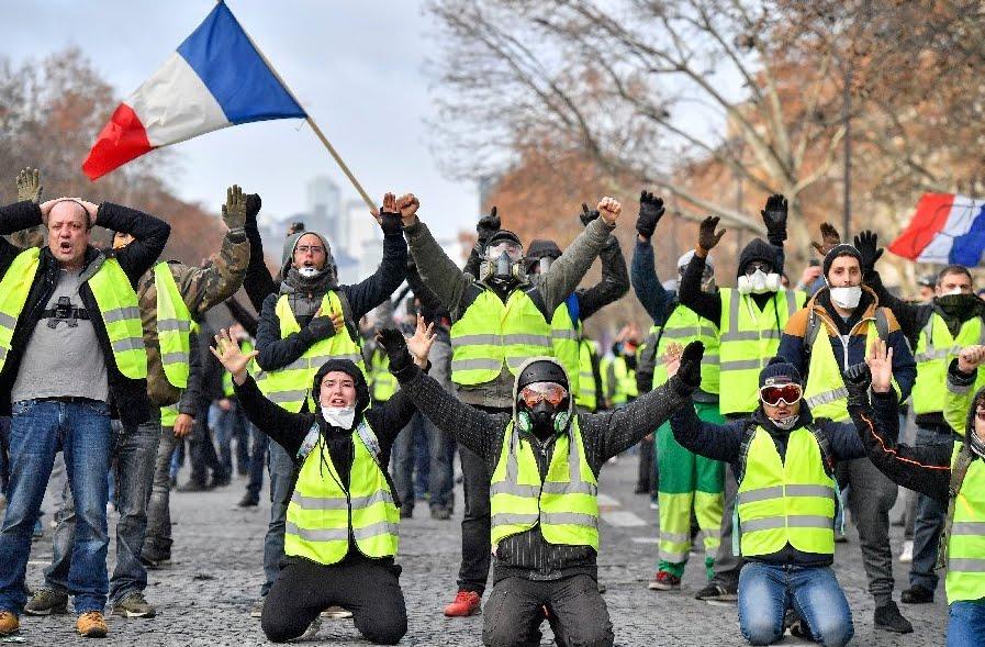 Gilet Gialli Francia: migliaia di Autovelox distrutti nella protesta.